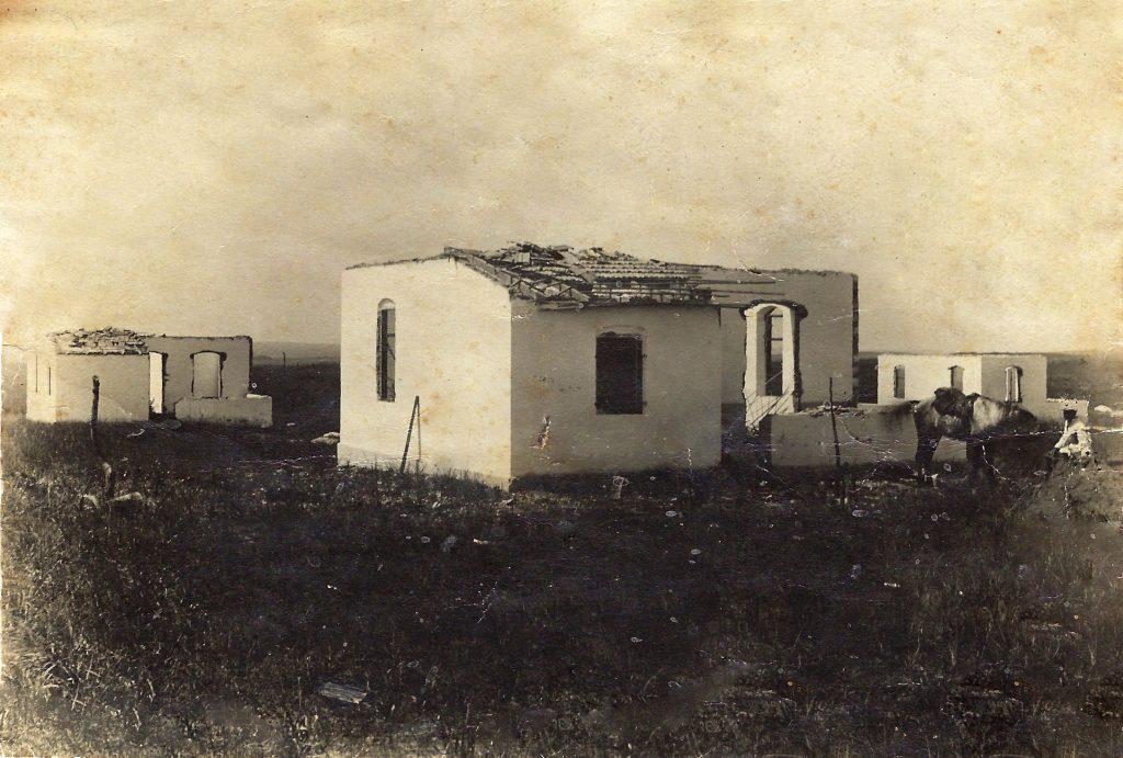 3 הבתים ראשונים